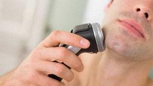 come radersi con il rasoio elettrico